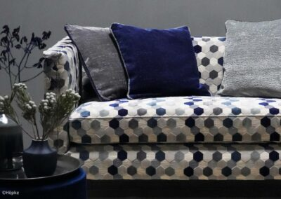 Stylishes Sofa mit modernem Möbelstoff