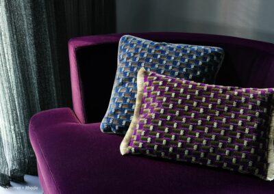 Kräftige Farben für Möbel und Kissen