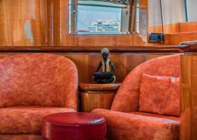 Exklusive Ledersessel auf einer Yacht