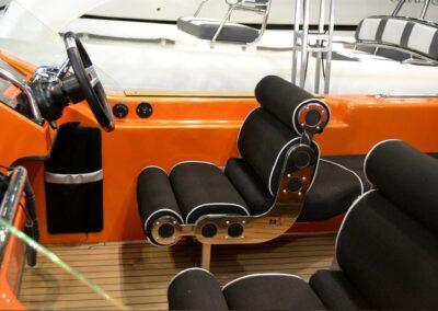 Moderne Sitze auf der Yacht