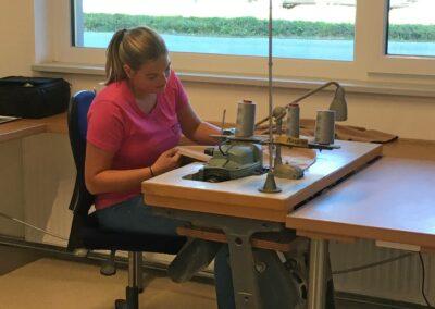 Vanausbau - der Polsterbezug wird genäht